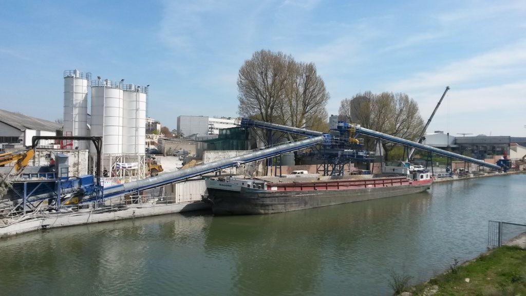 Les matériaux de construction prennent la voie fluviale